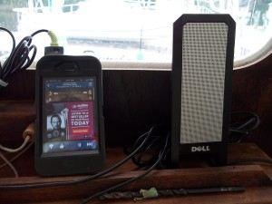 Pandora plays from iPhone on Dell computer speakers